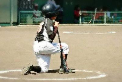 少年野球の写真、見出し用ネクストバッターズサークル