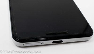 PDA工房のフィルムをPixel3に貼った状態表面